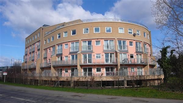 2 bed flat to rent in Wooldridge Close, Feltham