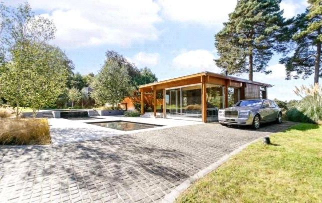 Thumbnail Bungalow to rent in Westwood Road, Windlesham, Surrey