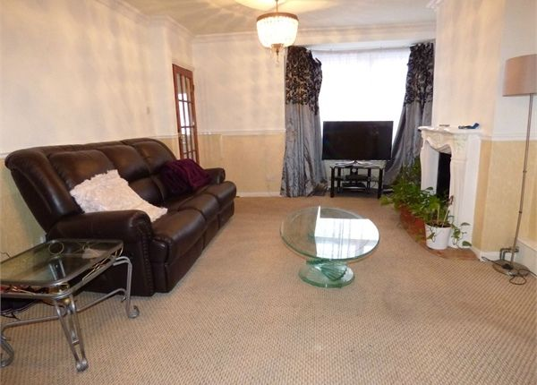 3 bed semi-detached house for sale in Manser Road, Rainham, Essex