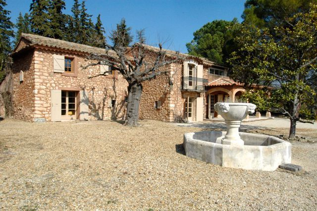 4 bed property for sale in Roussillon, Vaucluse, France