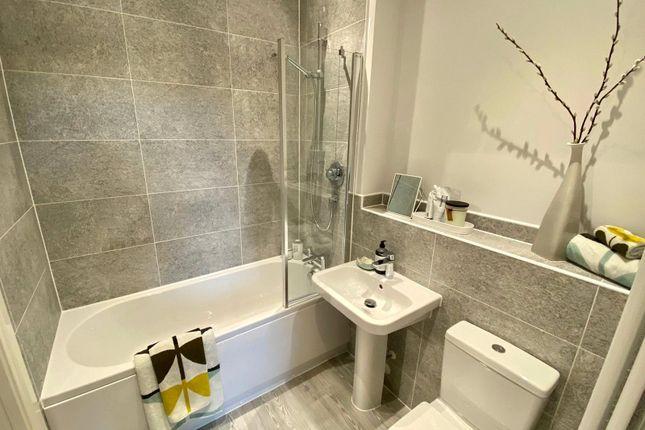 Bathroom of Gwendolyn Drive, Binley, Coventry CV3