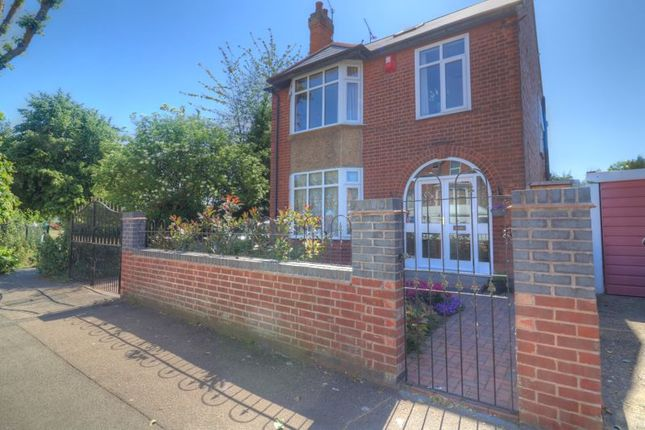 Thumbnail Detached house for sale in Clifton Road, Rugby