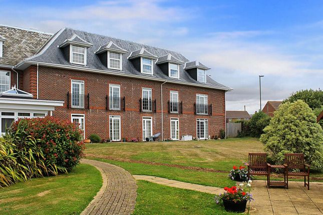 Thumbnail Flat to rent in St Floras Road, Littlehampton, West Sussex