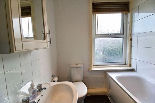 Bathroom of Fartown Green Road, Fartown, Huddersfield HD2
