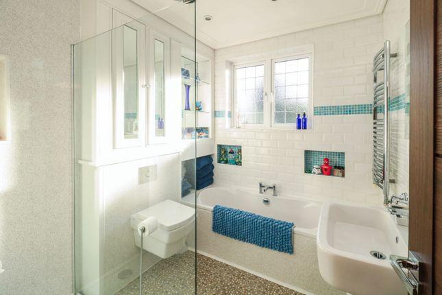Family Bathroom of Firtree Walk, Enfield EN1