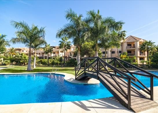 Apartment for sale in Playa Puerto Banús, Spain