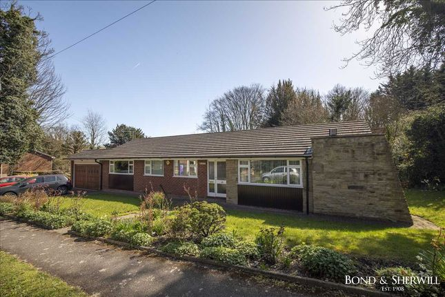Thumbnail Bungalow for sale in Hollymeoak Road, Coulsdon