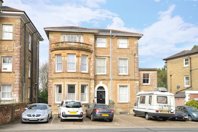 Flat to rent in East Hill Road, Ryde
