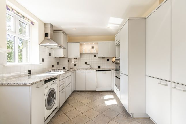 Thumbnail Flat to rent in White Orchards, Uxbridge Road, Stanmore