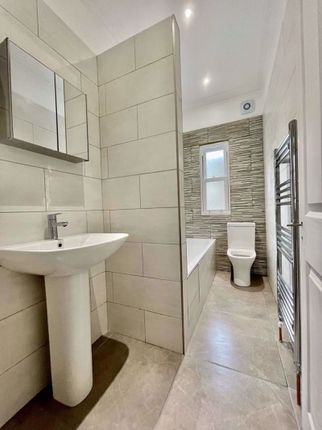 Thumbnail Property to rent in Hana Mews, Goulton Road, London