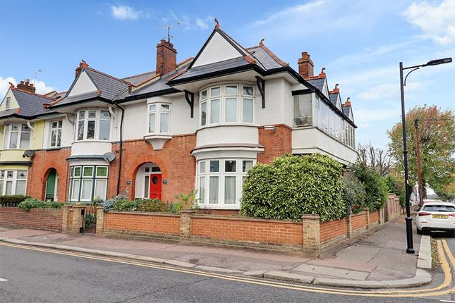 2 bed flat for sale in Pall Mall, Leigh-On-Sea SS9