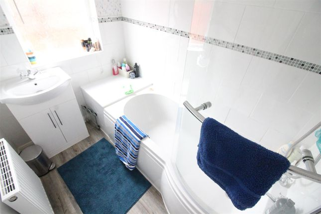 Bathroom of Dunswell Road, Cottingham HU16