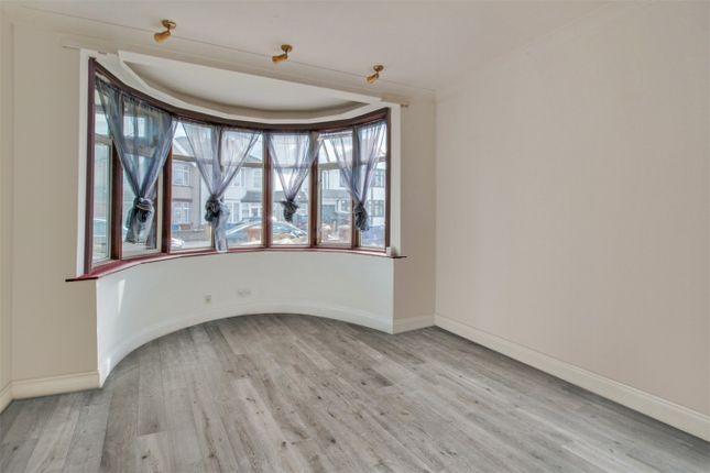 Room to rent in Kingshill Avenue, Kenton, Harrow
