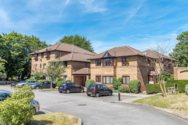 Thumbnail Flat for sale in Polehampton Close, Twyford, Reading