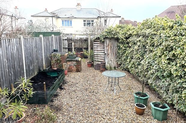 Thumbnail Flat to rent in Chestnut Grove, London