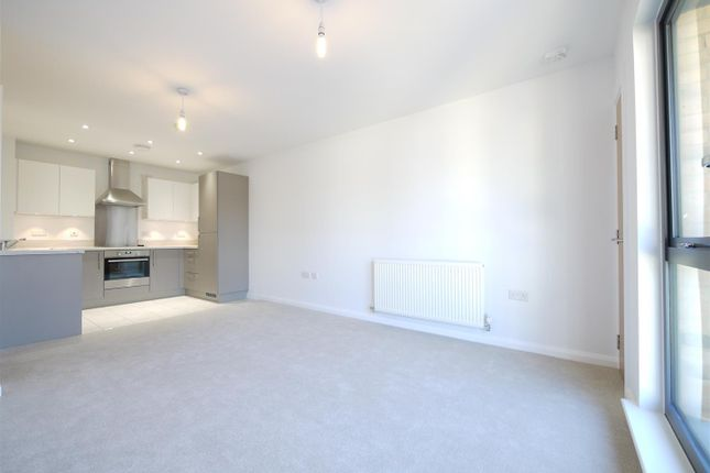 Thumbnail Flat to rent in Warwick Road, West Drayton