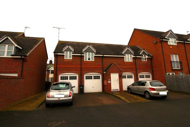 Thumbnail Flat to rent in Brodie Close, Town Centre, Rugby