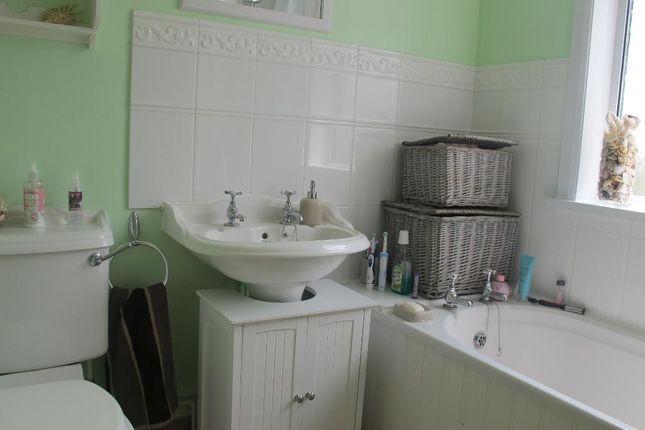 Bathroom of Trevor Crescent, Northampton NN5