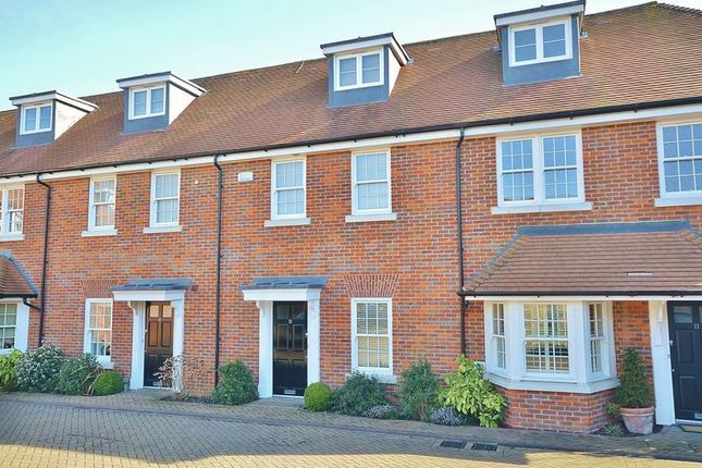 Thumbnail Terraced house to rent in Blue Dragon Yard, Beaconsfield