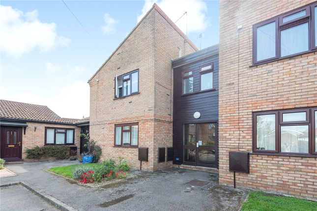 Picture No. 10 of Newstead House, 67A Dovedale Close, Harefield UB9