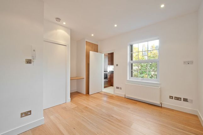 Thumbnail Flat to rent in Woodfall Street, Chelsea