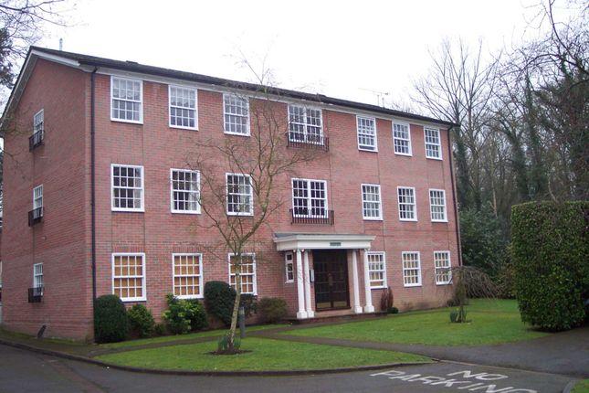 2 bed flat to rent in Elgin Road, Weybridge