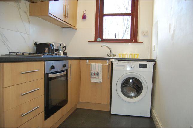 Kitchen of 102 Strathmartine Road, Dundee DD3