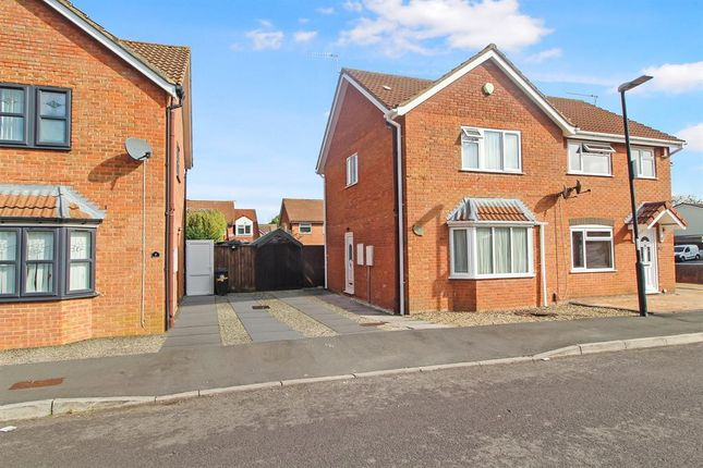 3 bed semi-detached house to rent in Doulton Way, Whitchurch, Bristol BS14