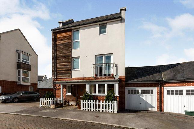 4 bed link-detached house for sale in Bourdillon Gardens, Basingstoke, Hampshire RG24
