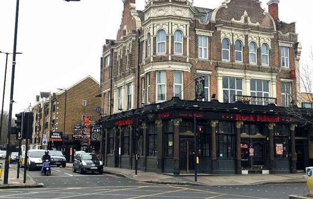 Thumbnail Pub/bar to let in Thomas A Becket, 320 Old Kent Road, London