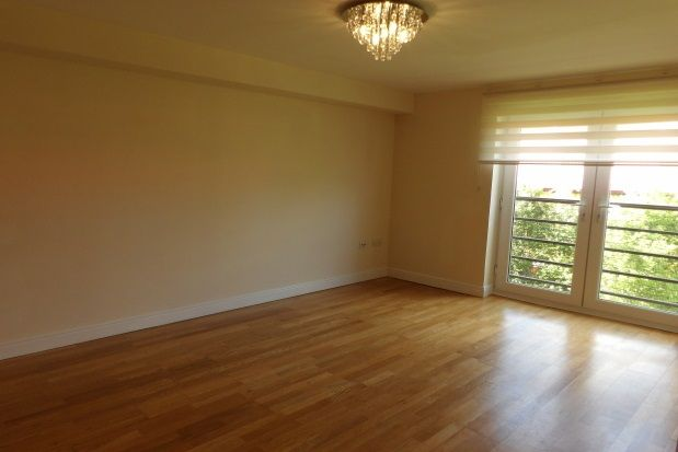 2 bed flat to rent in St. Peter Street, Maidstone