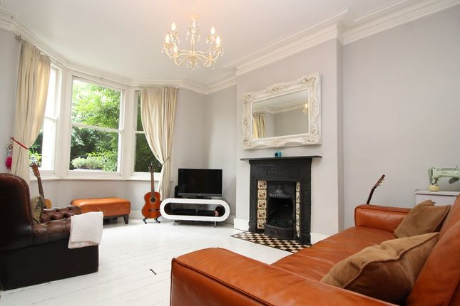 Thumbnail Flat to rent in Crescent Road, Alexandra Park, London