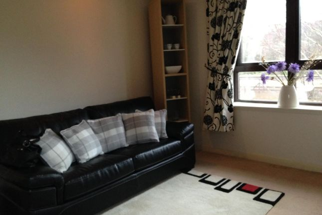 2 bed flat to rent in Forthview, Stirling FK8