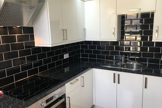 2 bed flat to rent in Springfield Road, Blackpool FY1