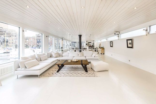 Thumbnail Houseboat to rent in East Smithfield, London