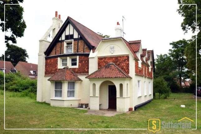 Thumbnail Detached house for sale in Fawns Manor Close, Feltham