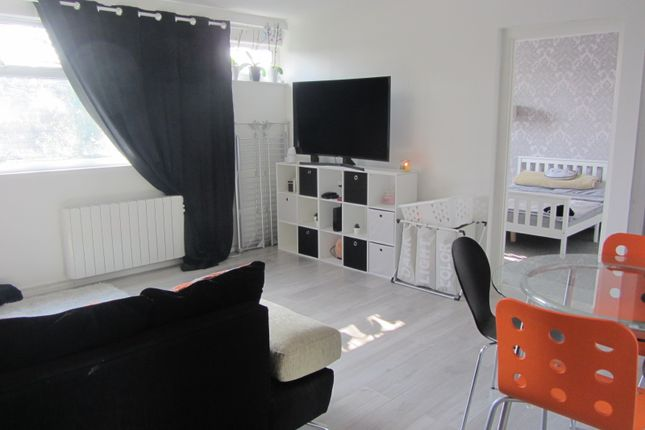 Thumbnail Flat to rent in New Court, Addlestone