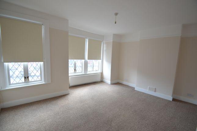 3 bed flat to rent in Putney Bridge Road, Putney
