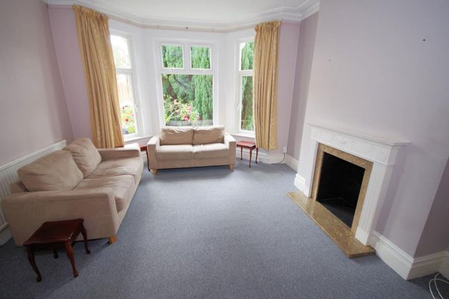 Thumbnail Terraced house to rent in Park Avenue, Finchley