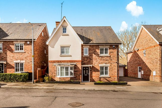 Thumbnail Detached house for sale in Badgers Brook, Leighton Buzzard