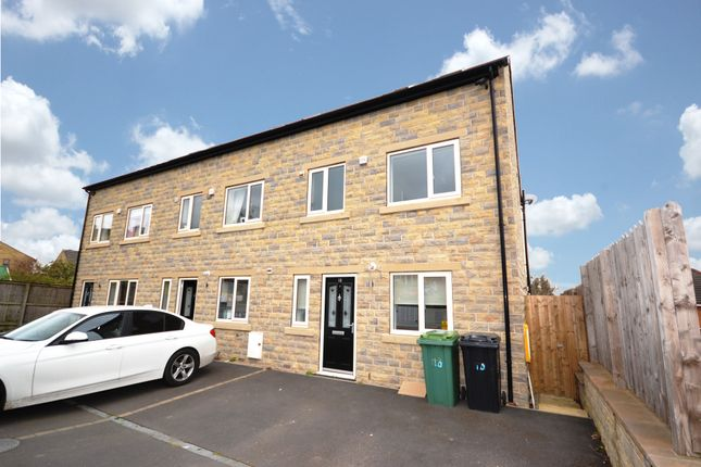 Thumbnail Town house to rent in Church Lane, Clayton West, Huddersfield