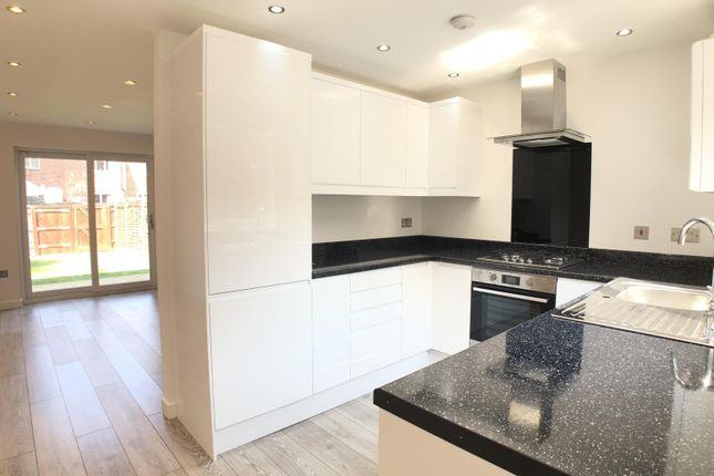 Thumbnail Terraced house for sale in Kingfisher Close, London