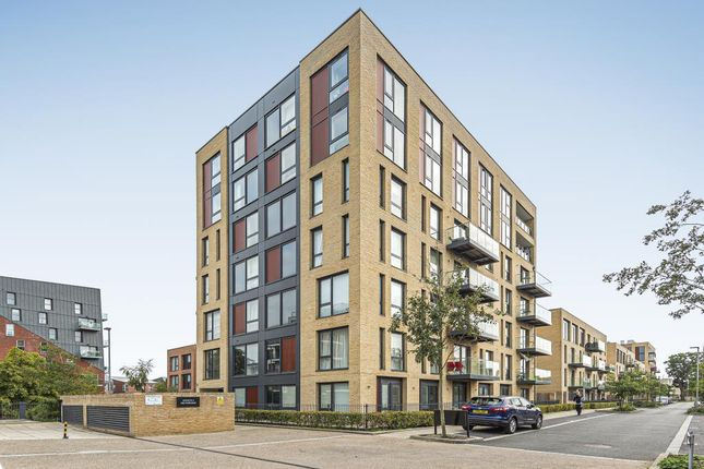 3 bed flat for sale in Edgware, Middlesex HA8