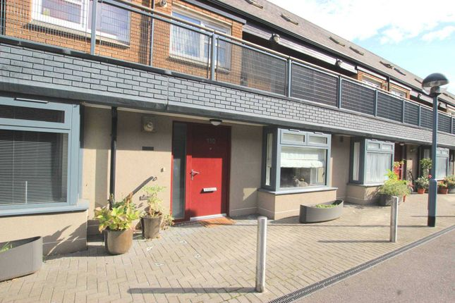 Maisonette to rent in Vulcan Way, Islington