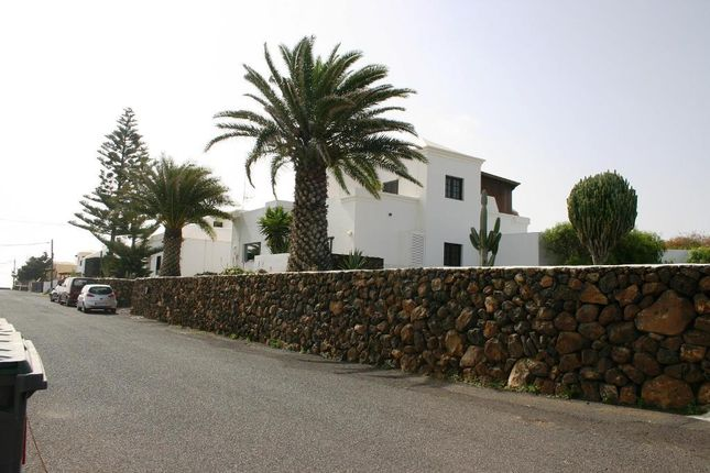 4 bed villa for sale in Calle Pardela, Teguise, Lanzarote, 35508, Spain