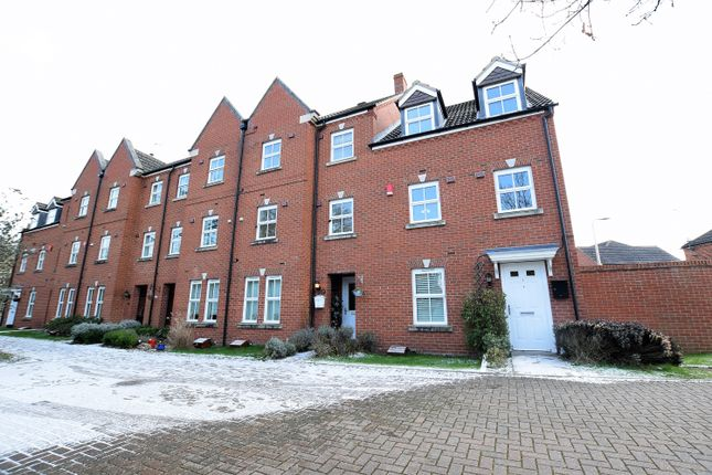 Thumbnail Terraced house to rent in Victoria Walk, Wokingham