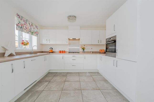Ws12 Sale For Bed Way Detached House Cannock Hednesford Cooke 4 In xwvPIqq