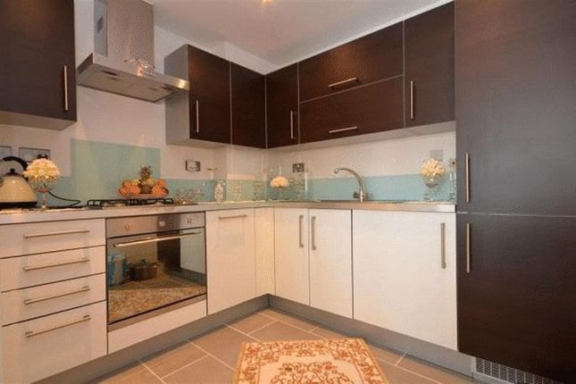 Thumbnail Flat to rent in Queen Mary Avenue, London