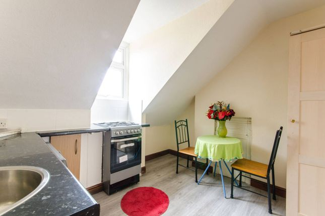Flat to rent in St James's Street, Walthamstow