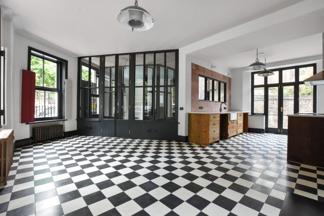 Thumbnail End terrace house for sale in Northampton Square, London